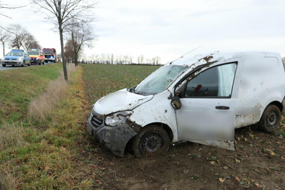 Unfall bei Wilsdruff: Dacia überschlägt sich und landet im Graben