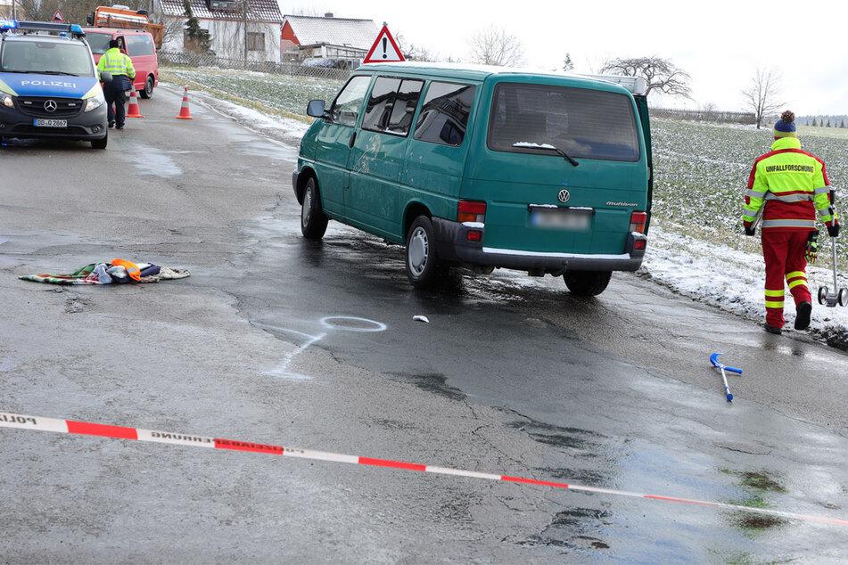 Dippoldiswalde: Kleinbus erfasst Fußgänger! Mann per Heli in Klinik geflogen