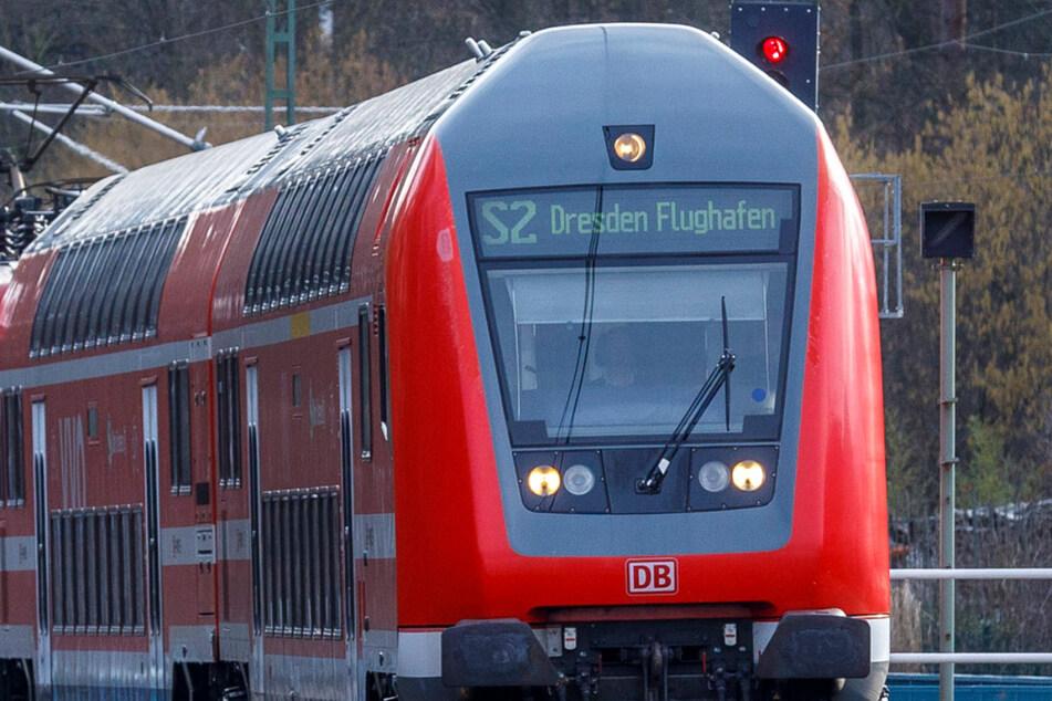 Der Rucksack mit Bargeld im fünfstelligen Bereich ging in einer Dresdner S-Bahn verloren. (Symbolbild)