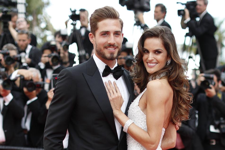 Eintracht-Torhüter Kevin Trapp (29) und seine Verlobte, das brasilianische Model Izabel Goulart (35).