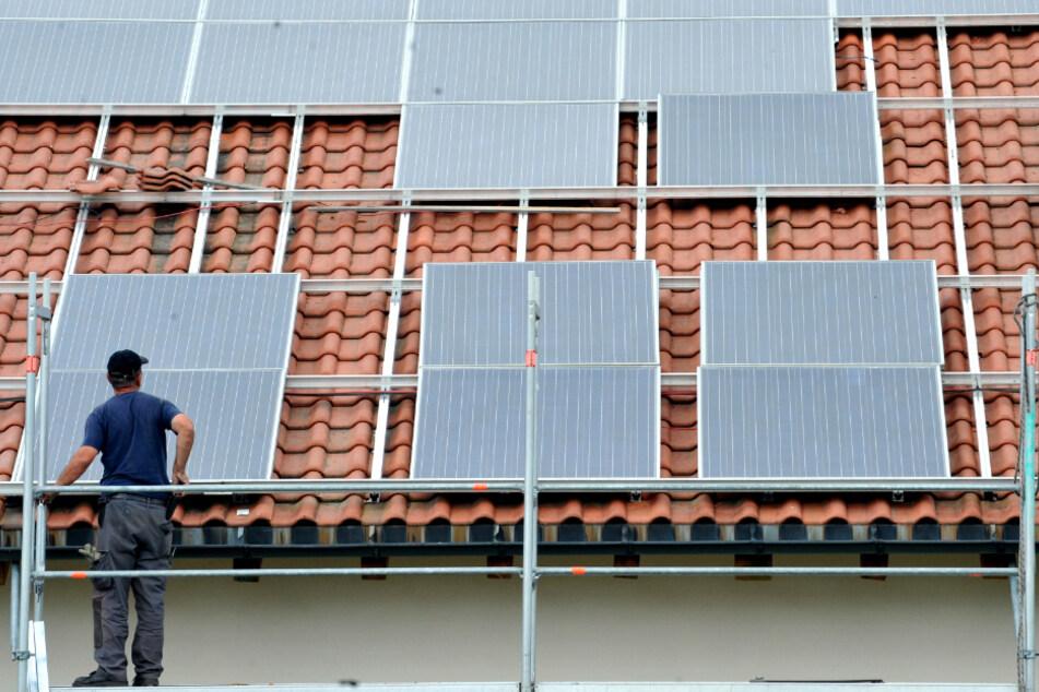 Arbeiter will Solaranlage auf Supermarkt-Dach reinigen: Durch Stromschlag schwer verletzt!