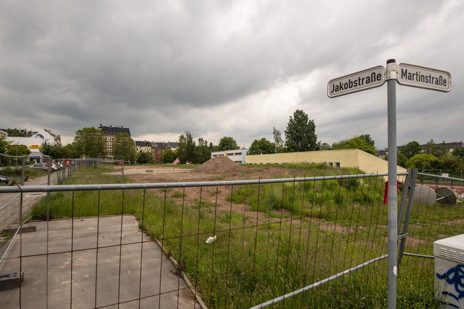 Auf dieser Baustelle in der Jakobstraße wird bis Sonntag ein verdächtiges Objekt freigelegt - ist es eine Bombe, wird evakuiert.