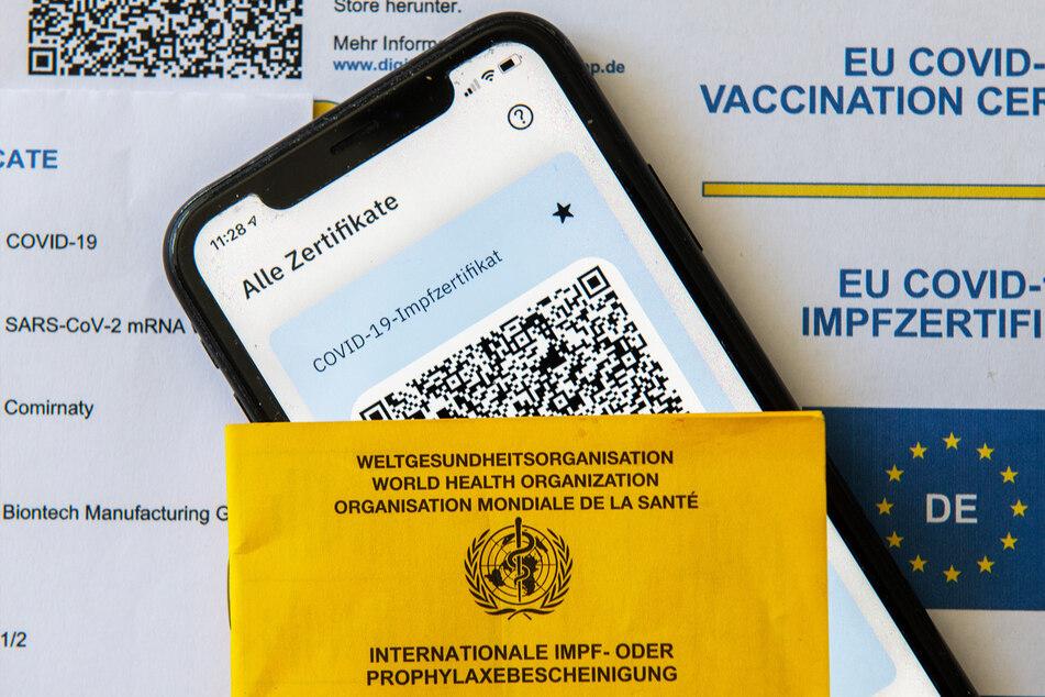 Die Ausgabe von digitalen Impfzertifikaten wurde am Donnerstag gestoppt, nachdem ein professioneller Hack bekannt wurde. (Symbolbild)