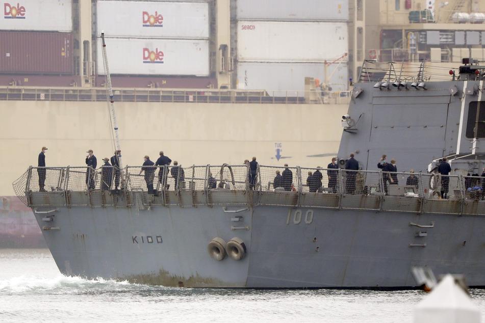 Die «USS Kidd» passiert die Innenstadt von San Diego auf dem Weg zum Marinestützpunkt.