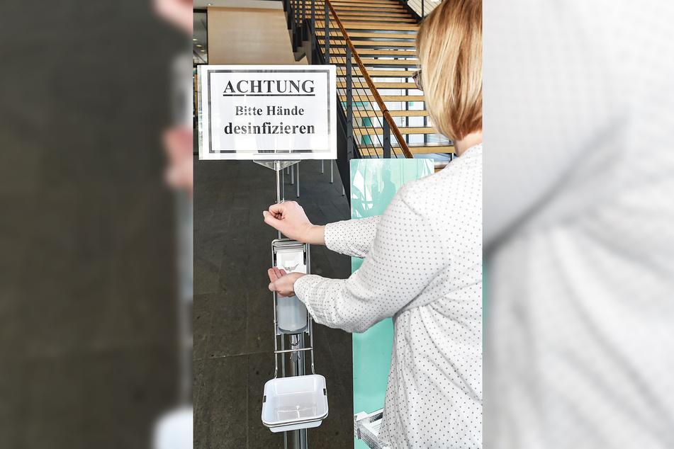 Jeder musste beim Betreten des Landtages seine Hände desinfizieren.