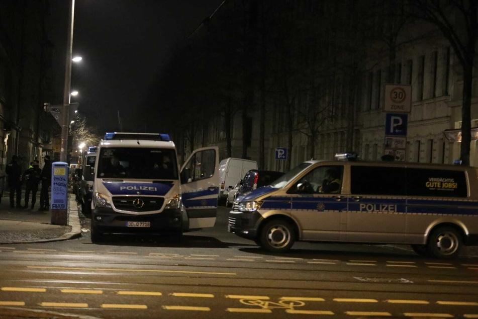 Im Einsatz sind unter anderem Spezialeinheiten der Polizei und die Bundespolizei.