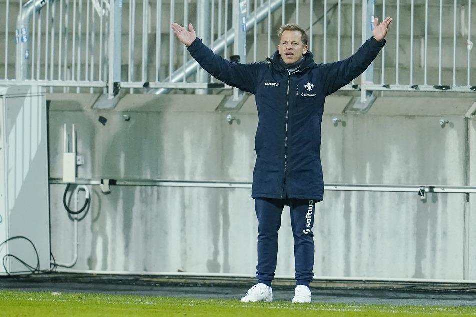 Markus Anfang (46), den Trainer des SV Darmstadt 98, plagen vor dem DFB-Pokal-Achtelfinale bei Holstein Kiel erhebliche Personalsorgen.