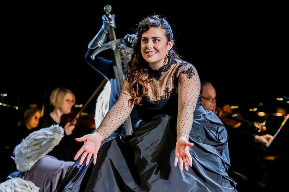"""Roberta Mantegna singt die Partie der Leonora in Verdis """"Il trovatore"""" an der Oper Leipzig."""