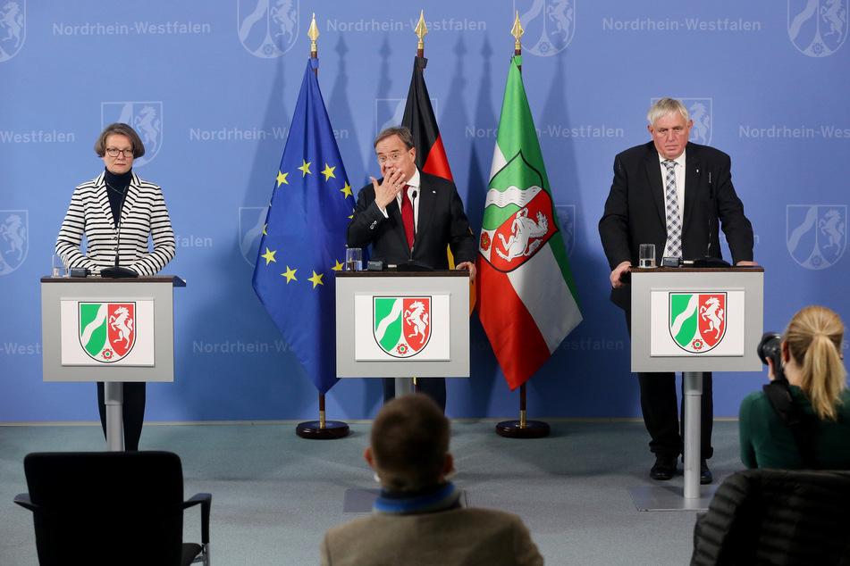 Das Kabinett um Ministerpräsident Armin Laschet (59, CDU) hatte zuvor über schärfere Schutzmaßnahmen gegen die Ausbreitung des Coronavirus entschieden.