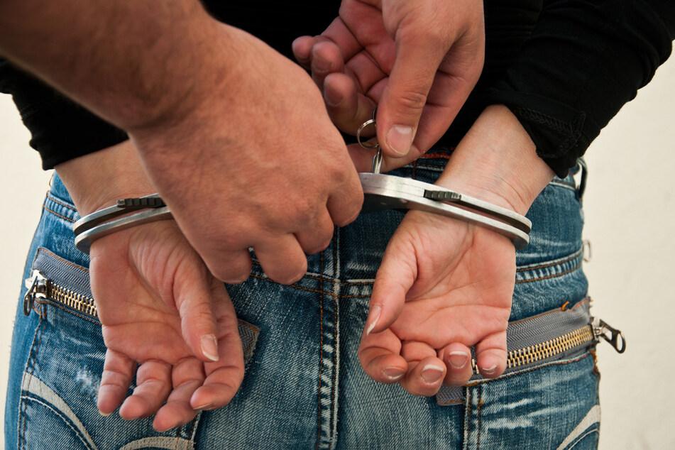 Nach einem Mord in Bonn befinden sich nun zwei Männer (20, 35) und eine Frau (33) in Untersuchungshaft (Symbolbild).