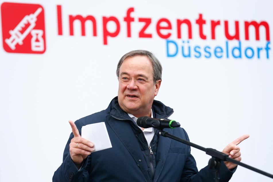 Ministerpräsident Armin Laschet (CDU) hat nach dem Eintreffen der ersten Lieferung des Corona-Impfstoffes von einem ganz besonderen Tag für NRW gesprochen.