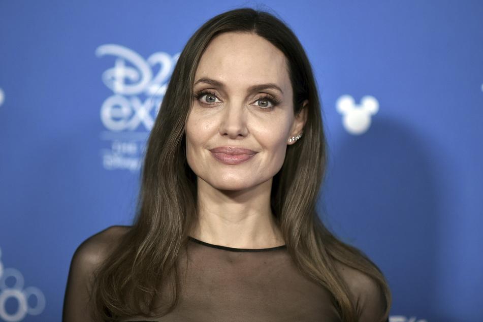 Angelina jolie (45) soll die neue Beziehung ihres Ex-Mannes überhaupt nicht gefallen.