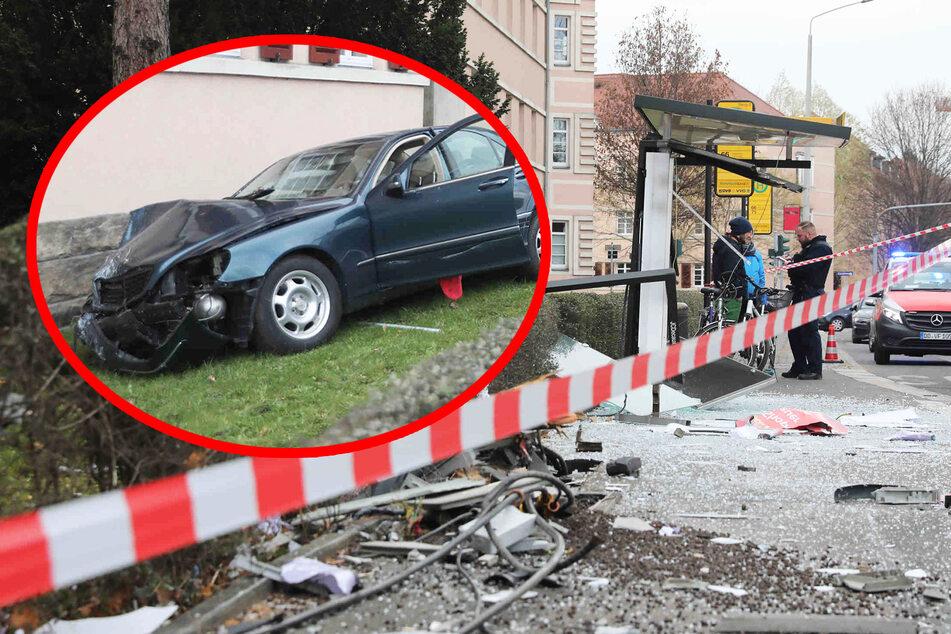 Mercedes fährt in Dresden in Haltestelle und verletzt Fußgänger