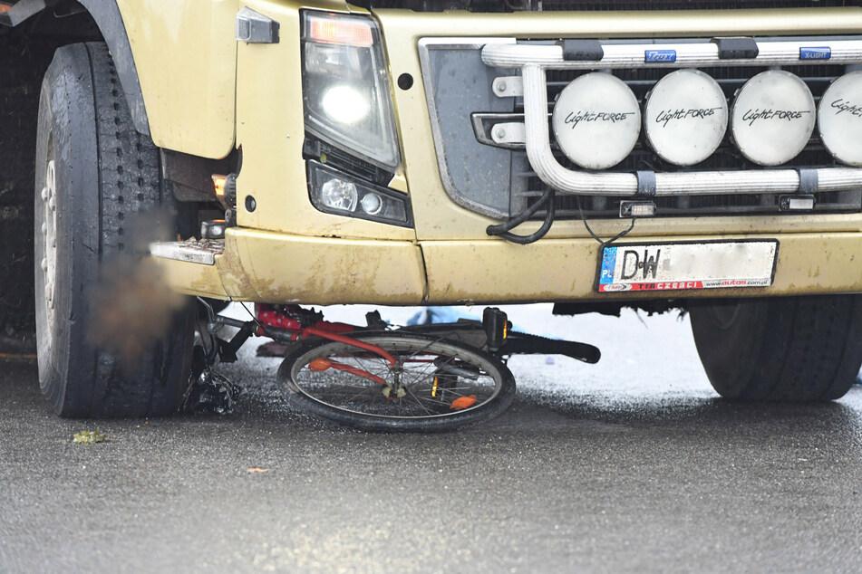 Tödlicher Unfall in Elsterwerda: Laster-Fahrer übersieht Radfahrerin