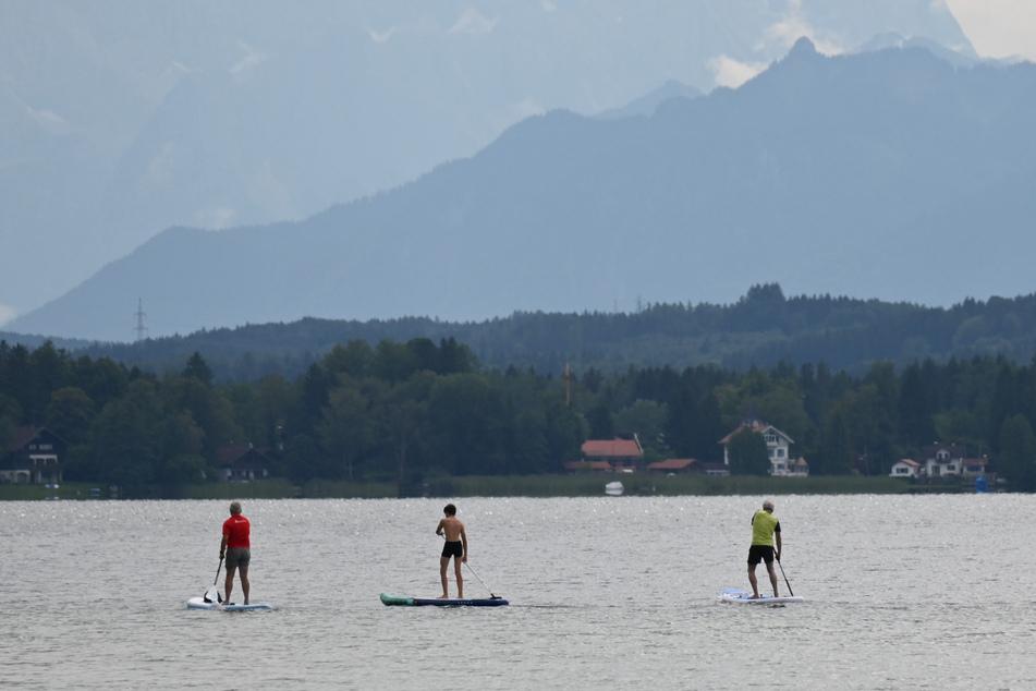 Ein Stand-Up-Paddler entdeckte den leblosen Körper im Starnberger See. (Symbolbild)