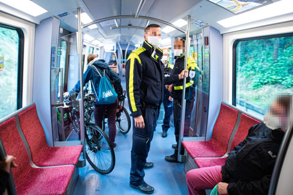 Hamburg: Ab Montag: Wer ohne oder mit falsch sitzender Maske fährt, muss zahlen!