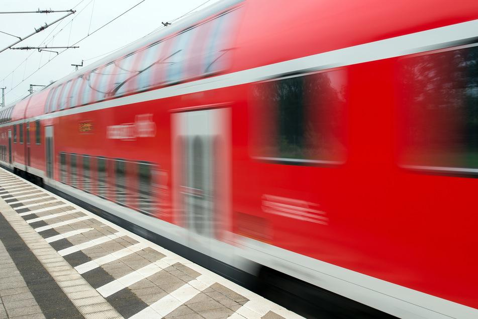 Ein Regionalexpress der Deutschen Bahn.