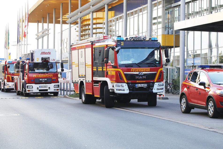 Großaufgebot der Feuerwehr im ElbePark Dresden: Brennt es im IKEA?
