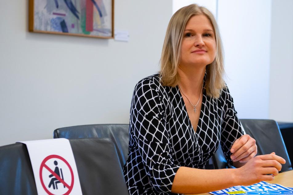 """Skandal: AfD-Fraktionschefin posiert neben Impfgegner mit """"Judenstern"""""""