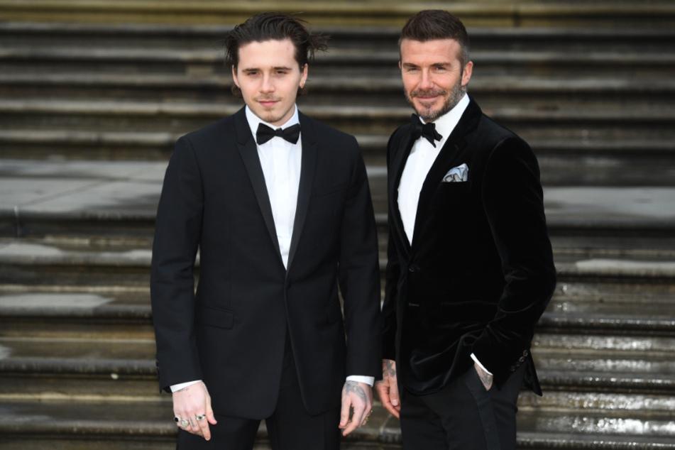 David Beckham (r), ehemaliger Fußballspieler der englischen Nationalmannschaft, und sein Sohn Brooklyn Beckham.