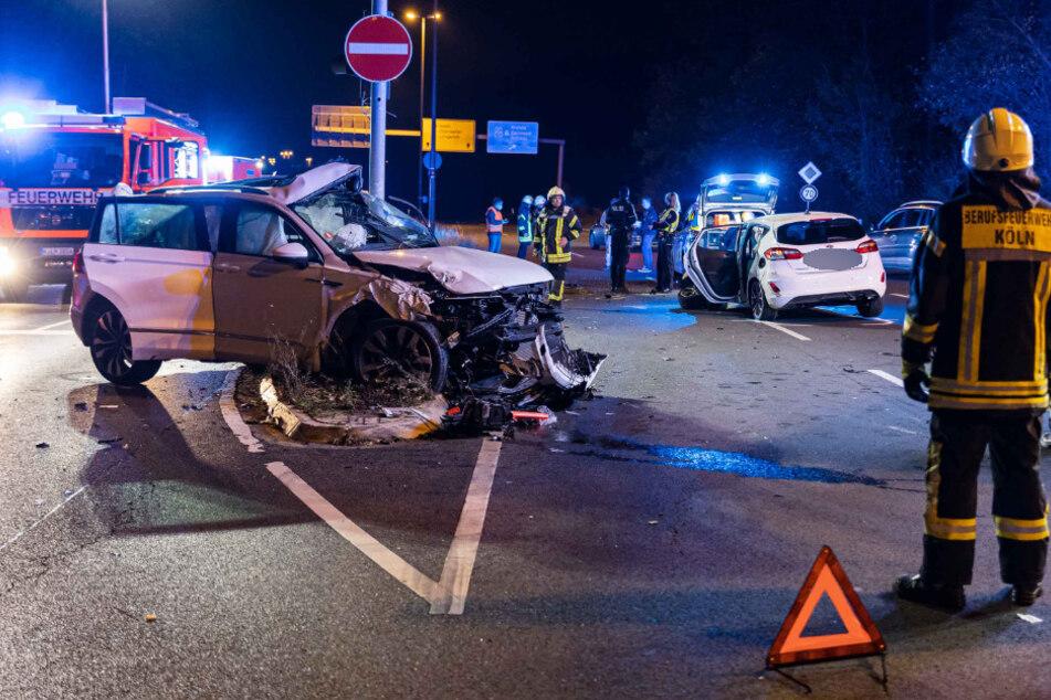 Schwerer Crash im Kölner Norden: Frau in Lebensgefahr