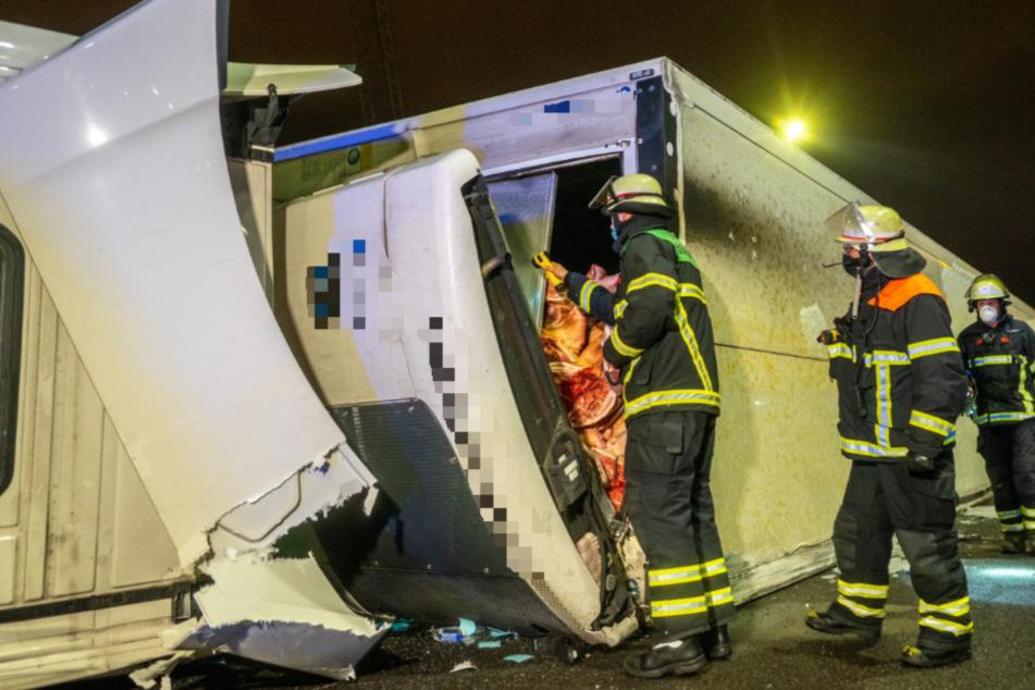 Unfall vor Elbtunnel: 22 Tonnen Schweinehälften blockieren Autobahn