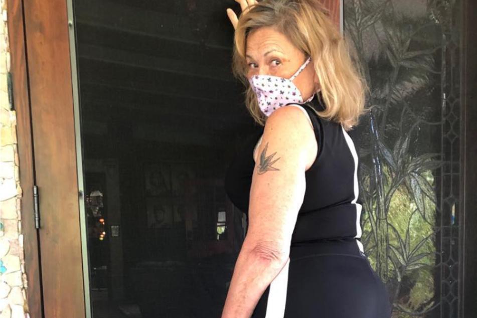 Roseanne Barr wittert hinter der Coronapandemie eine Verschwörung.