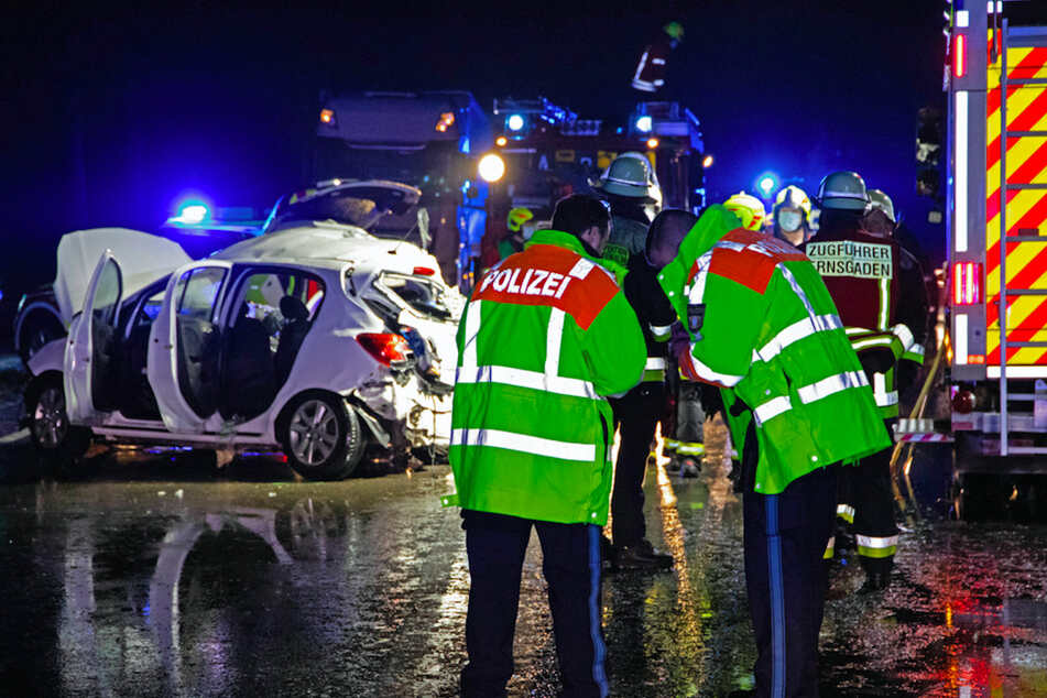 Betrunkener verursacht schweren Unfall auf Glatteis, zahlreiche Zusammenstöße in Bayern