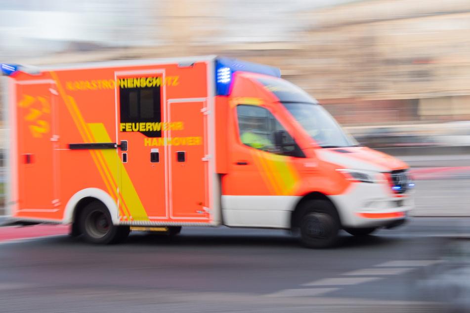 Tragischer Unfall: Fußgängerin stirbt nach Zusammenstoß mit Auto