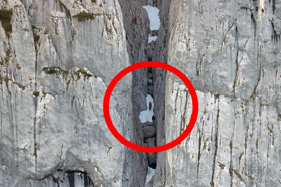Hilfeschreie retten sein Leben: Bergwacht holt Mann (21) aus 300 Meter tiefer Schlucht