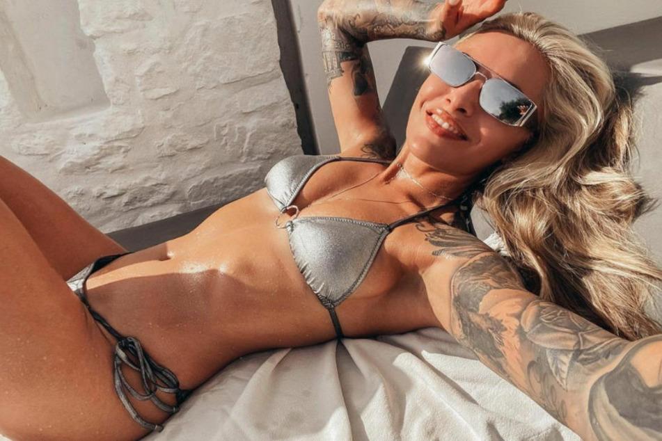 Sophia Thomalla liegt in Páros am Pool. Das Model begeistert ihre Fans immer wieder mit heißen Schnappschüssen.