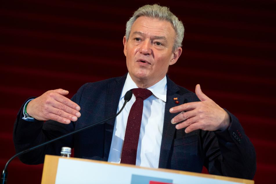 Horst Arnold (59), rechtspolitischer Sprecher der SPD-Fraktion, zeichnet im Hinblick auf das Polizeiaufgabengesetz ein düsteres Szenario.