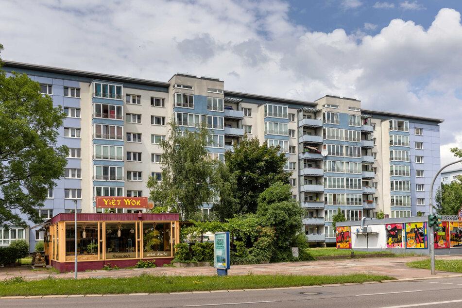 Nach kreativer Kulturhauptstadt sehen weder die Fassaden der GGG-Großplatten in der Theaterstraße noch die Würfel-Kioske aus.