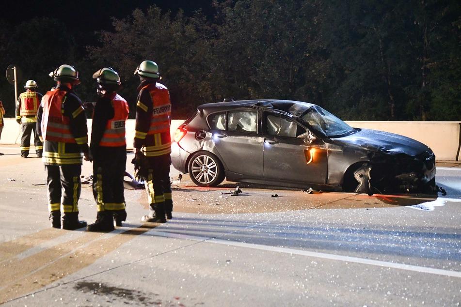 Die rechte Vorderachse dieses BMW riss durch die Wucht des Aufpralls ab und flog meterweit davon.