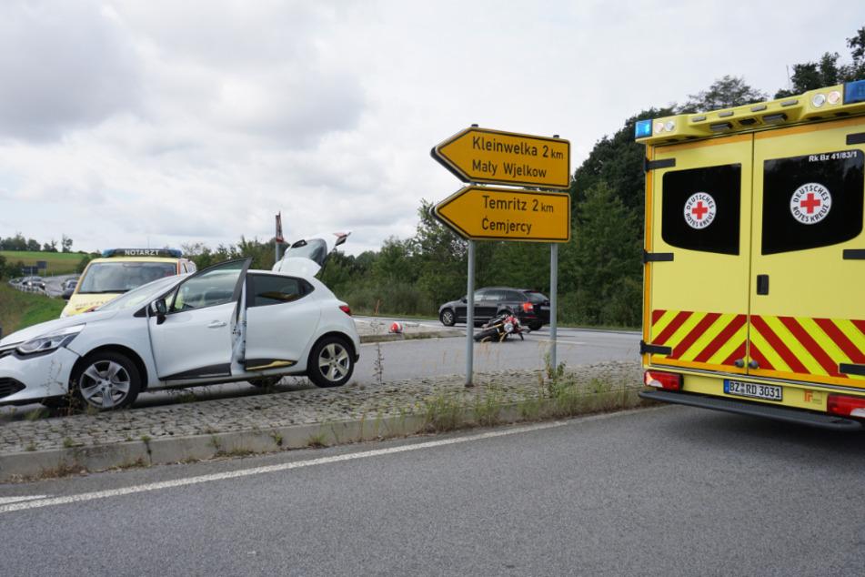 Sowohl der Renault als auch das Motorrad wurden beschädigt.