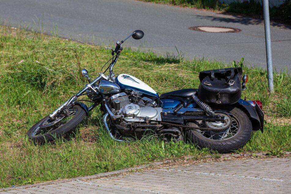 Biker kracht mit Auto zusammen: Motorradfahrer schwer verletzt