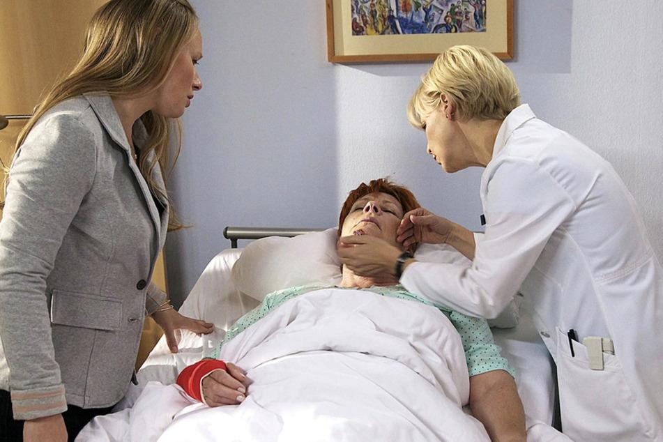 Gerade als die Pflegefrage geklärt zu sein scheint, fällt Jutta ins Koma.