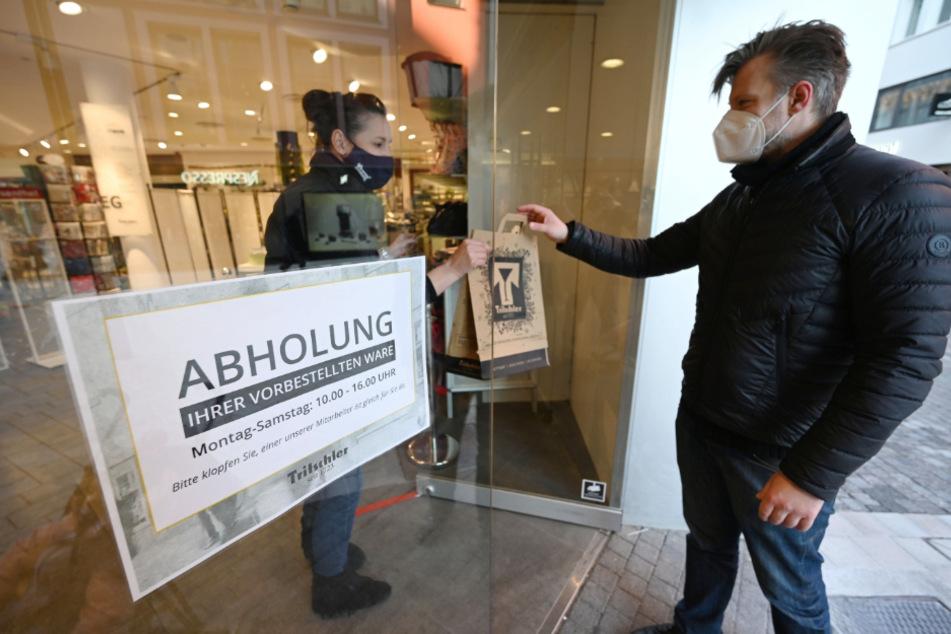 Nur in Sachsen verboten: Click & Collect, das Abholen vorbestellter Waren. Die Wirtschaft fordert ein Umdenken.