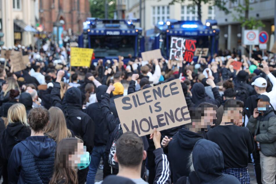 Zahlreiche Demonstrationen sorgen für Verkehrsbehinderungen in Hamburg