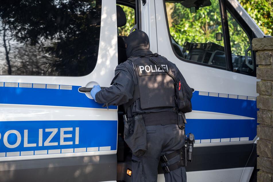 Reichsbürgerin in Köln: Polizisten müssen Pistolen ziehen und werden fündig