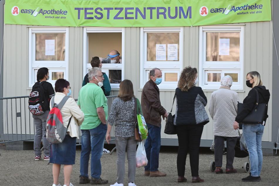 Die Schnelltest-Center in der Chemnitzer Innenstadt - hier in der Straße der Nationen - werden gut angenommen.