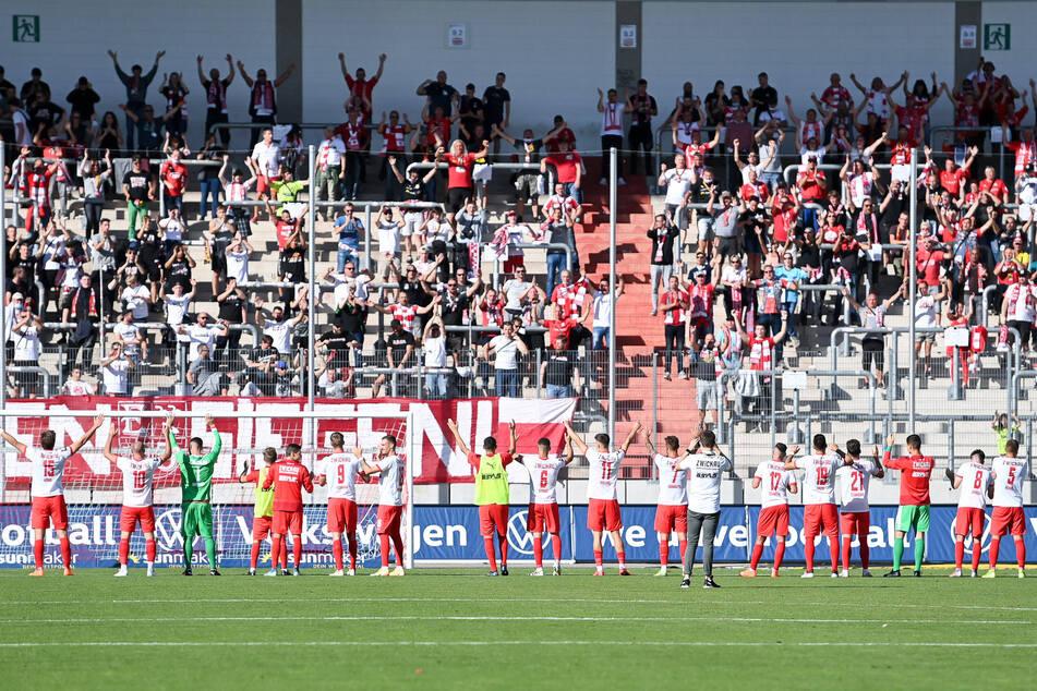 La Ola vor den Fans: Die FSV-Sieger konnten feiern.