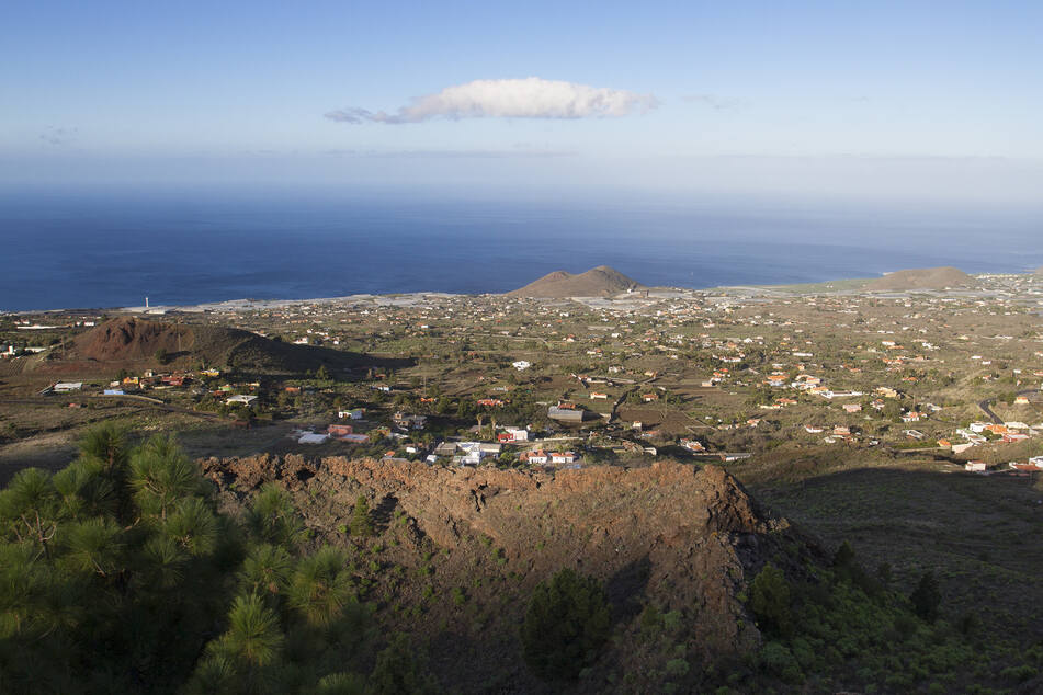 Die Menschen im Süden der kleinen Insel wurden aufgefordert, sich auf eine Evakuierung vorzubereiten und auf die Durchsagen der Behörden zu achten.