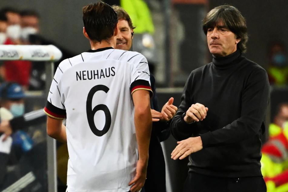 Bundestrainer Joachim Löw (60) steht nach den durchwachsenen Spielen und Ergebnissen der vergangenen knapp zweieinhalb Jahren immer wieder in der Kritik.