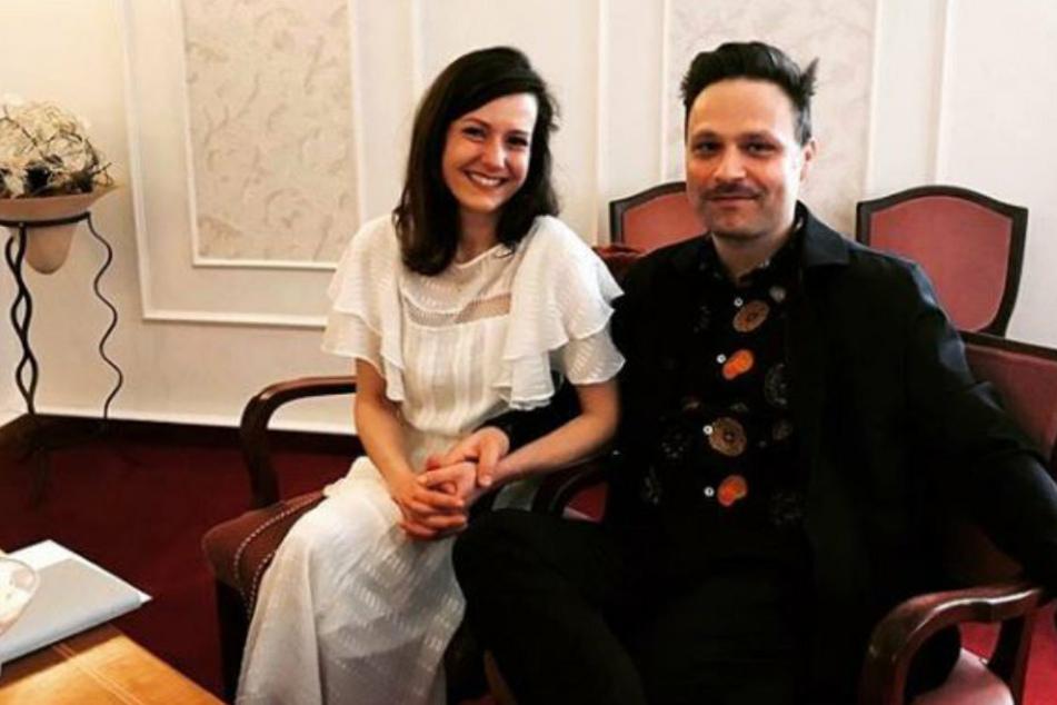 Tim Sander (r) hat seine langjährige Partnerin geheiratet.