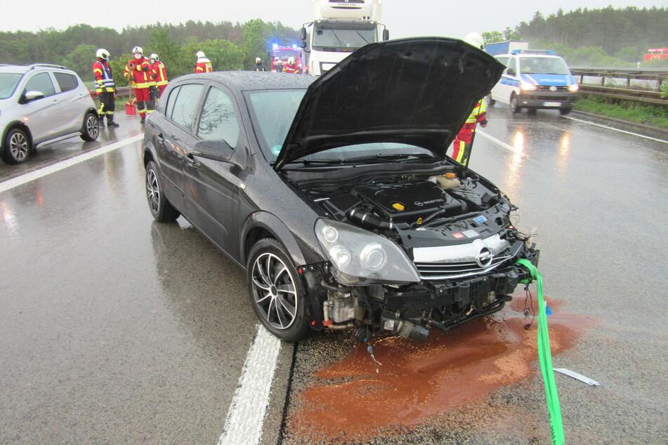 A4-Unfall: 21-Jährige kracht bei Regen gegen Leitplanke und wird schwer verletzt