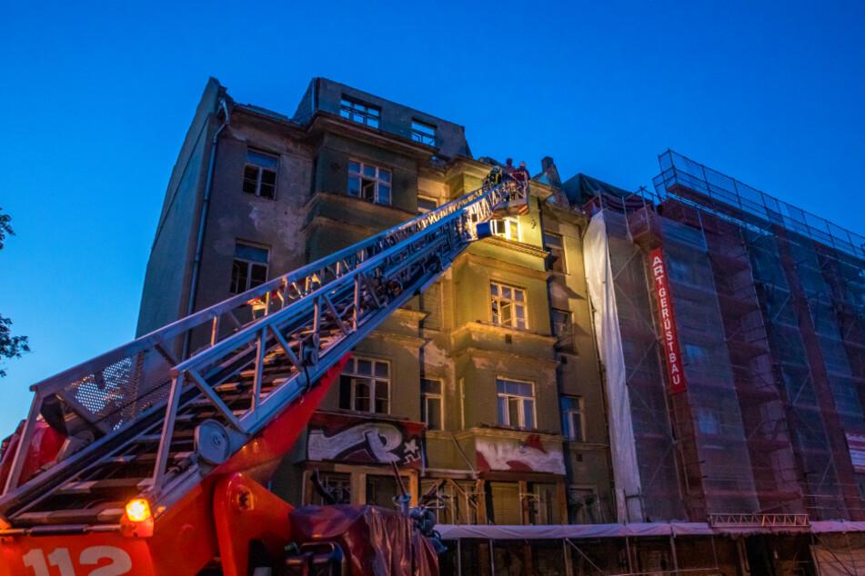 Feuerwehr und Bauaufsicht rückten noch in der Nacht an.
