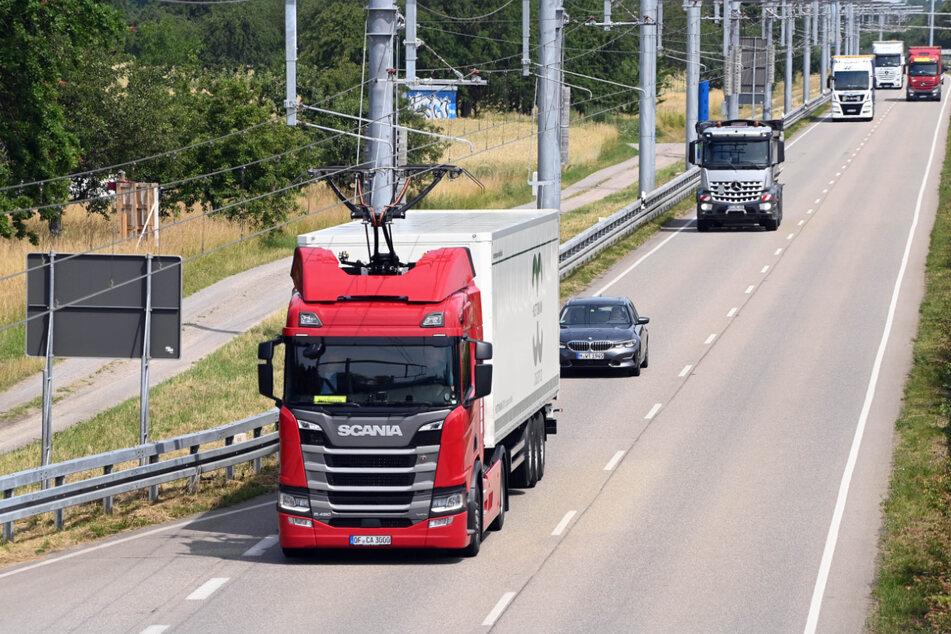 Bis September sollen fünf Elektro-Lkw auf der Strecke unterwegs sein.