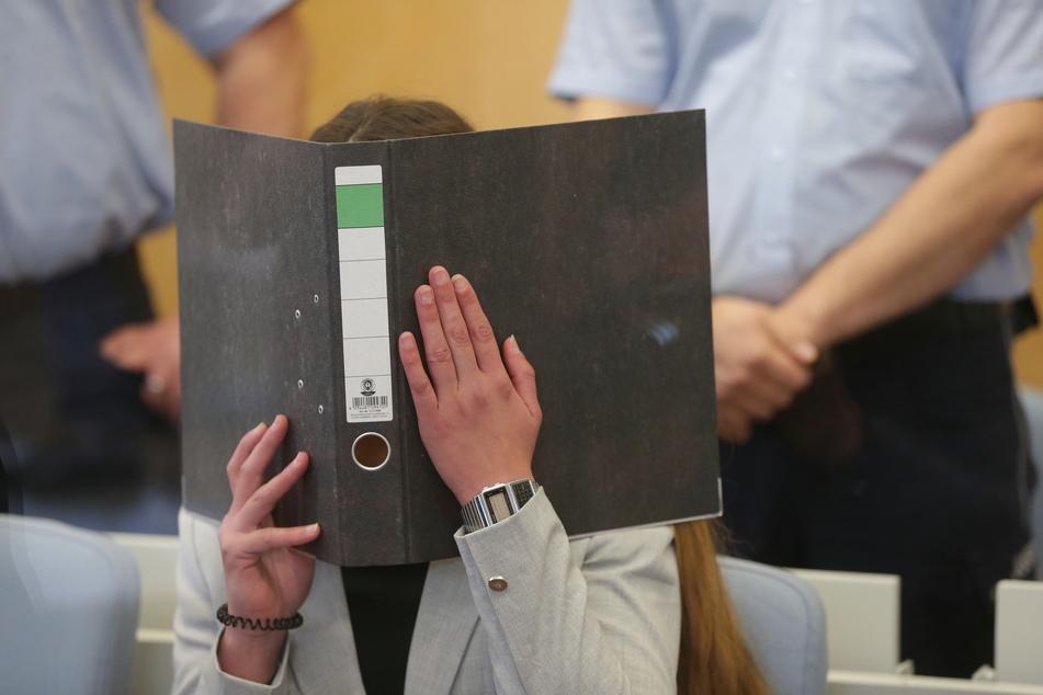 Der nicht-öffentliche Prozess gegen die inzwischen 23-jährige Sarah O. und ihre Schwiegereltern aus Köln ging nach mehr als eineinhalb Jahren Dauer am Mittwoch zu Ende.