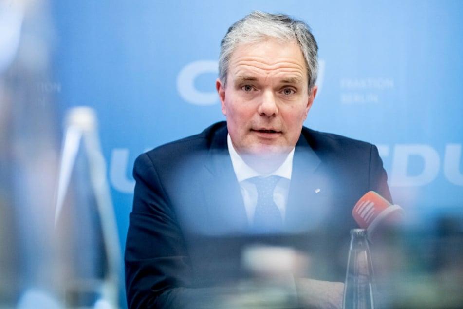 Burkard Dregger, CDU-Fraktionsvorsitzender im Abgeordnetenhaus von Berlin, nimmt an einer Pressekonferenz teil. (Archivbild)